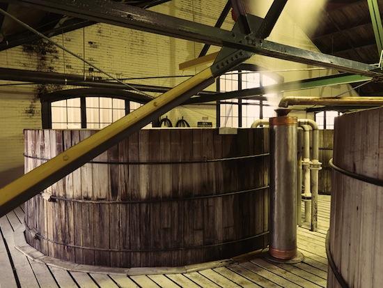 Bourbon_barrels