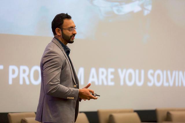 Vinay Narayan presents at UCLA Anderson LeVRage conference